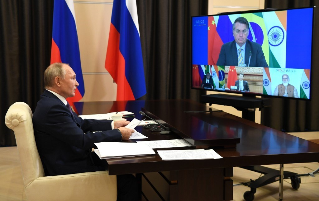 بوتين يحضر قمة البريكس عبر الفيديو في مقر الإقامة الحكومي خارج موسكو (أ ف ب).