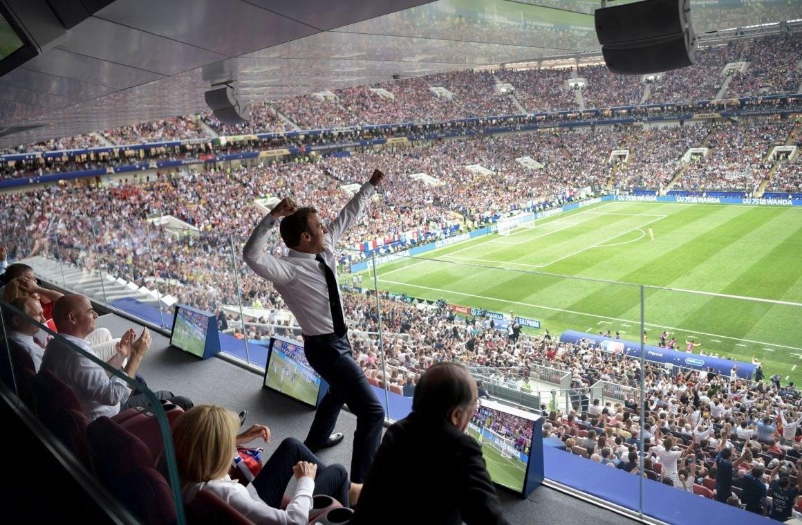 ماكرون يحتفل في نهائي كأس العالم 2018 في روسيا (أرشيف)