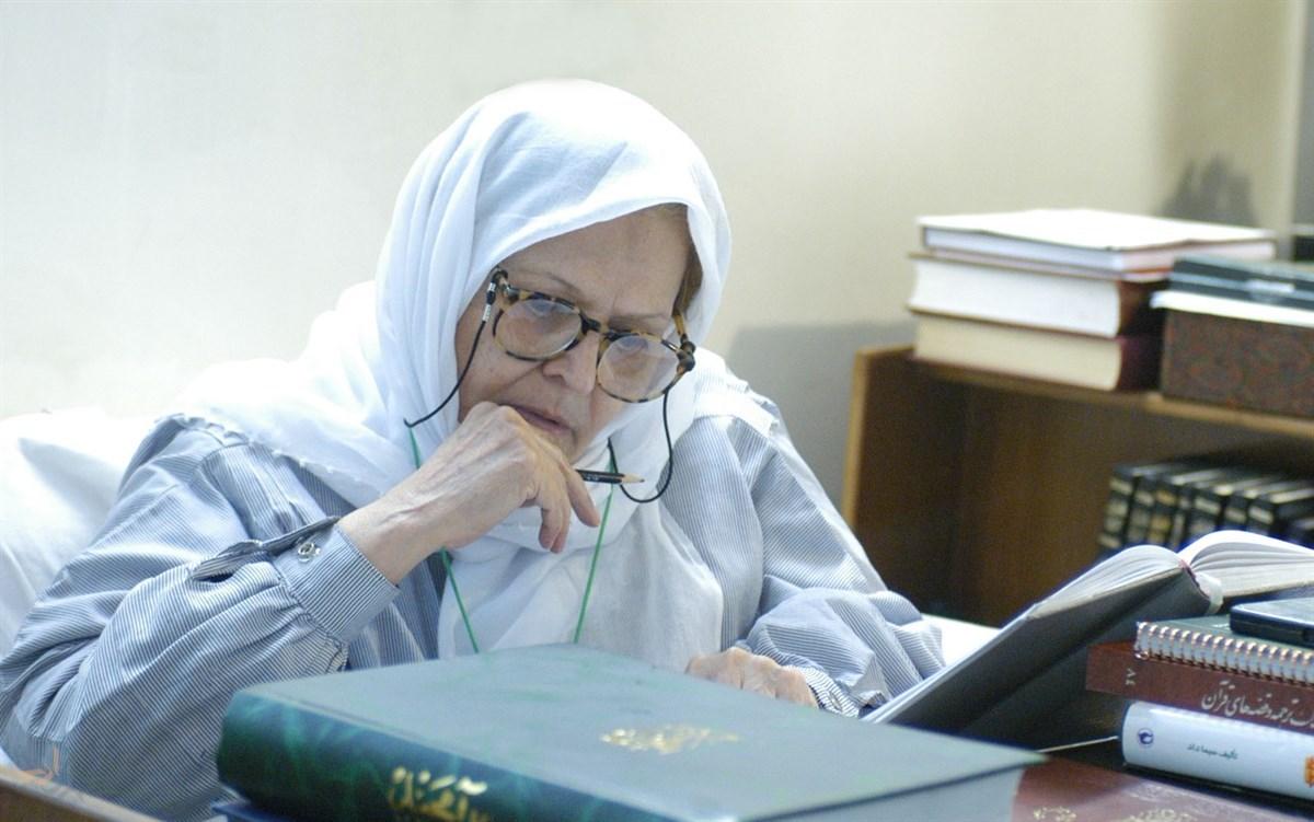 الشاعرة الإيرانية طاهرة صفار زاده