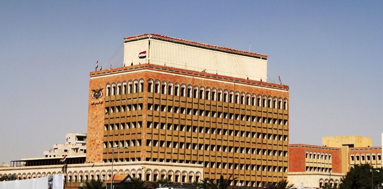 معلومات الميادين: فريق صنعاء اشترط للتوقيع على الإعلان المشترك إلغاء قرار نقل البنك المركزي وضمان إيداع عوائد النفط في البنك المركزي بصنعاء