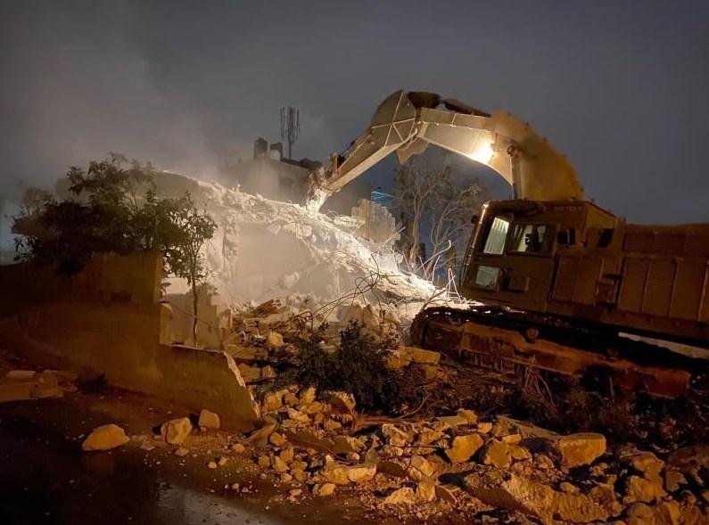 هدمت قوات الاحتلال منزل الأسير خليل عبد الخالق دويكات، شمال الضفة الغربية