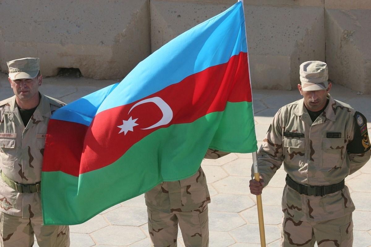 وزير الدفاع الأذربيجاني: وحدات الجيش دخلت إقليم أغدام الذي كانت تسيطر عليه القوات الأرمينية منذ 3 عقود