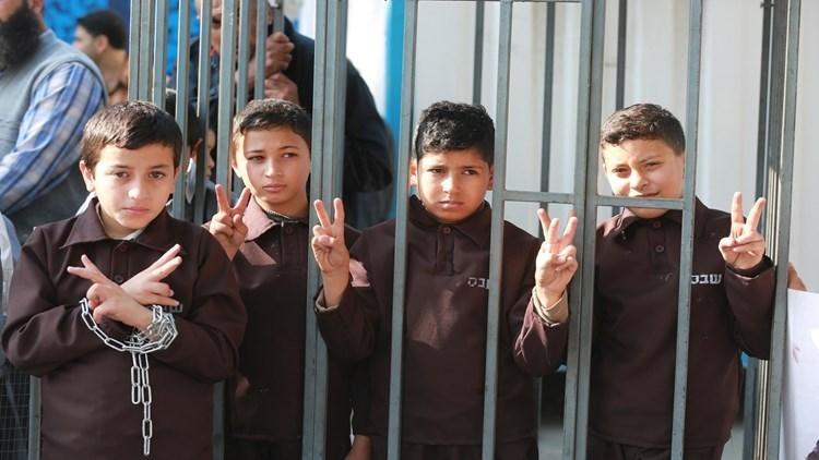 أطفال فلسطينيون في معتقل دامون أحد معتقلات الاحتلال