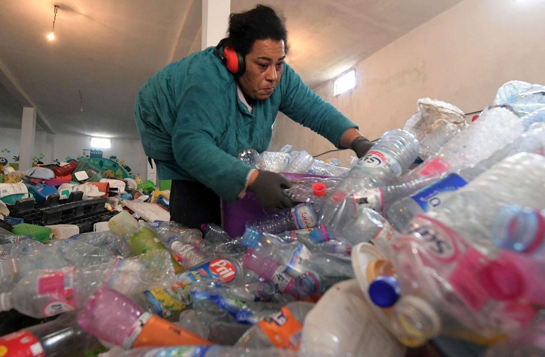 خبراء تونسيون يجمعون على أن الحاويات المغلقة تضم فضلات عضوية وهي تشكل خطراً على الأرض التي توجد فيها