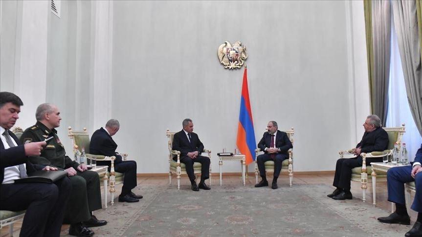 رئيس الوزراء الأرميني يلتقي وزير الدفاع الروسي