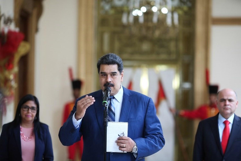 مادورو يسخر من مزاعم الفريق القانوني لترامب