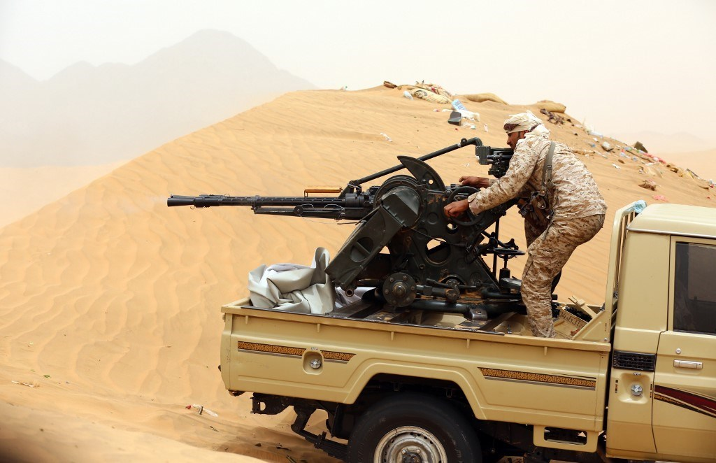 أحد مقاتلي قوات هادي في مأرب عام 2017 (أ.ف.ب)