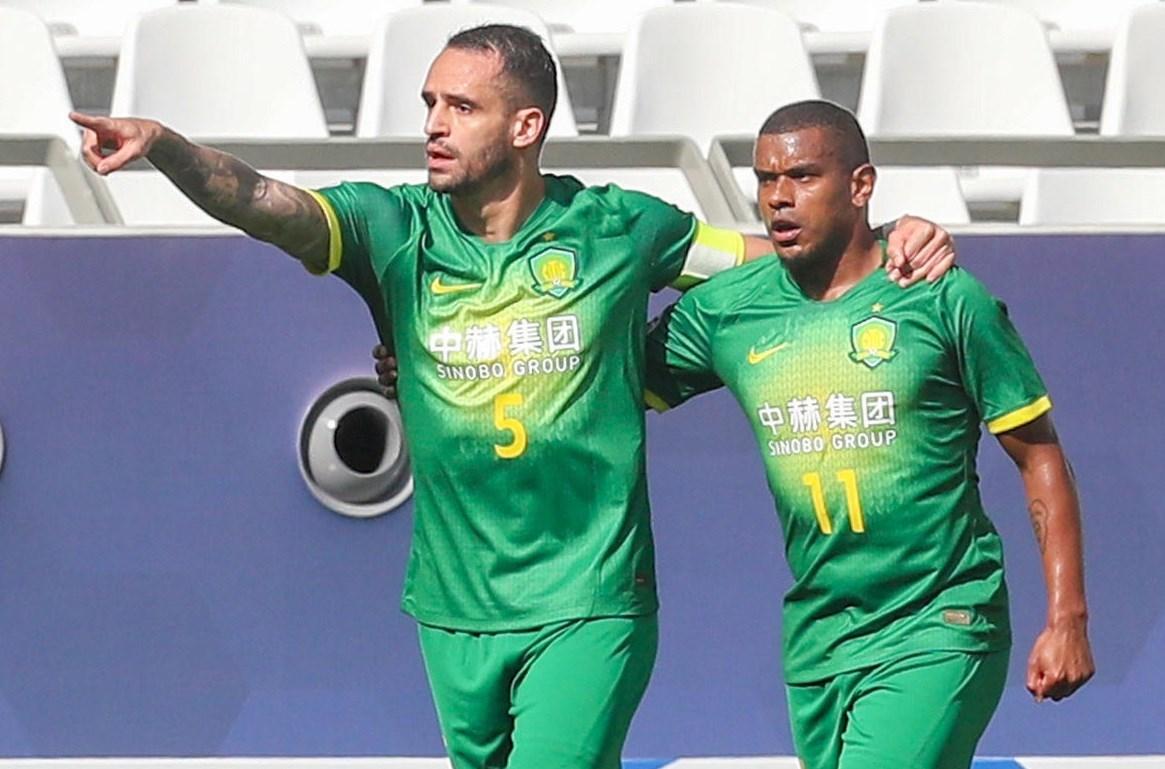 دوري أبطالسجّل البرازيليان فرناندو وآلان دوغلاس هدفَي الفوز لبكين غوان آسيا: هدفان برازيليان وصدارة لبكين غوان