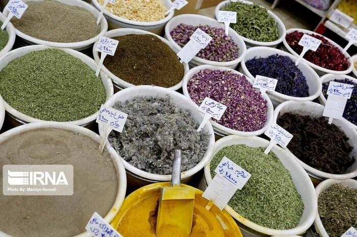 نمو في إيران ثمانية آلاف نوع من مختلف النباتات والأعشاب الطبية.
