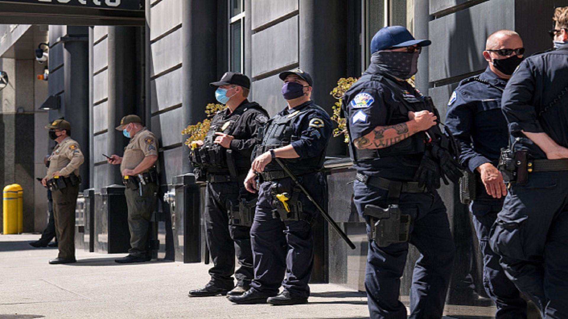 توجه ضباط الشرطة إلى كنيسة غريس المعمدانية في مدينة سان خوسيه في كاليفورنيا عند تلقيهم بلاغاً حول عملية طعن