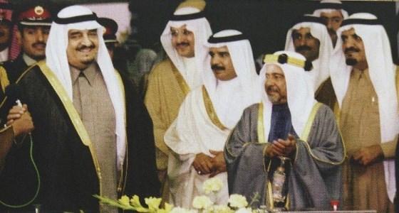 صورة نادرة للملك فهد بن عبد العزيز والشيخ عيسى آل خليفة