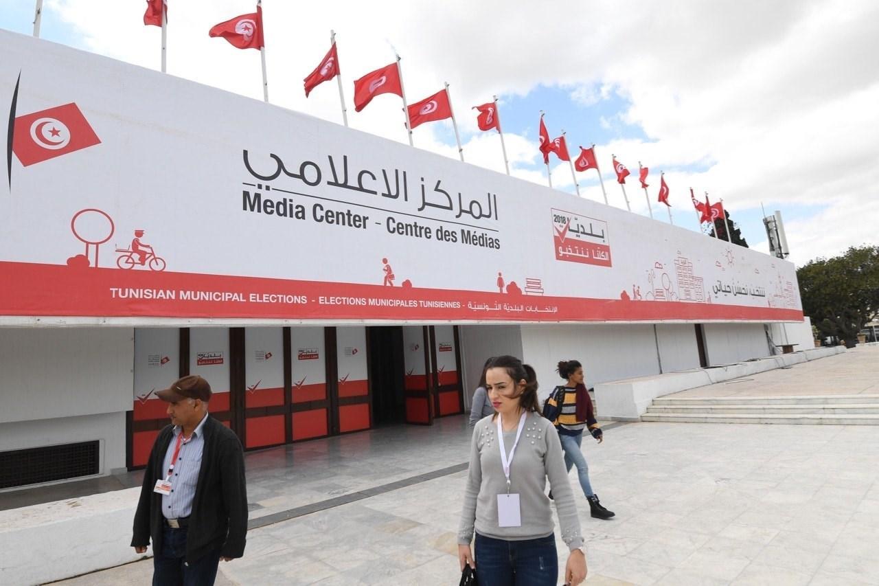 النقابة الوطنية للصحفيين التونسيين تدعو إلى حمل الشارة الحمراء لمدة ثلاثة أيام.