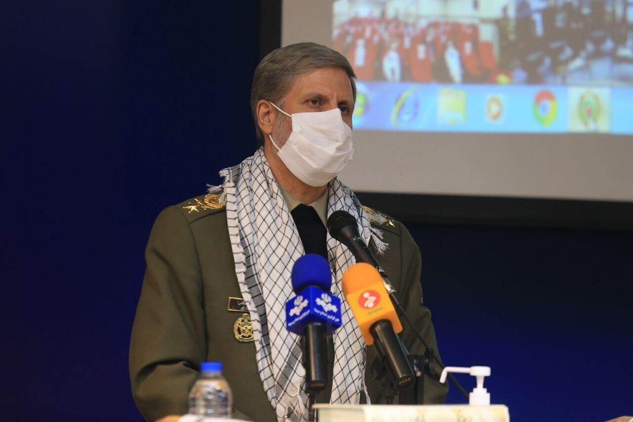 وزير الدفاع الإيراني العميد امير حاتمي