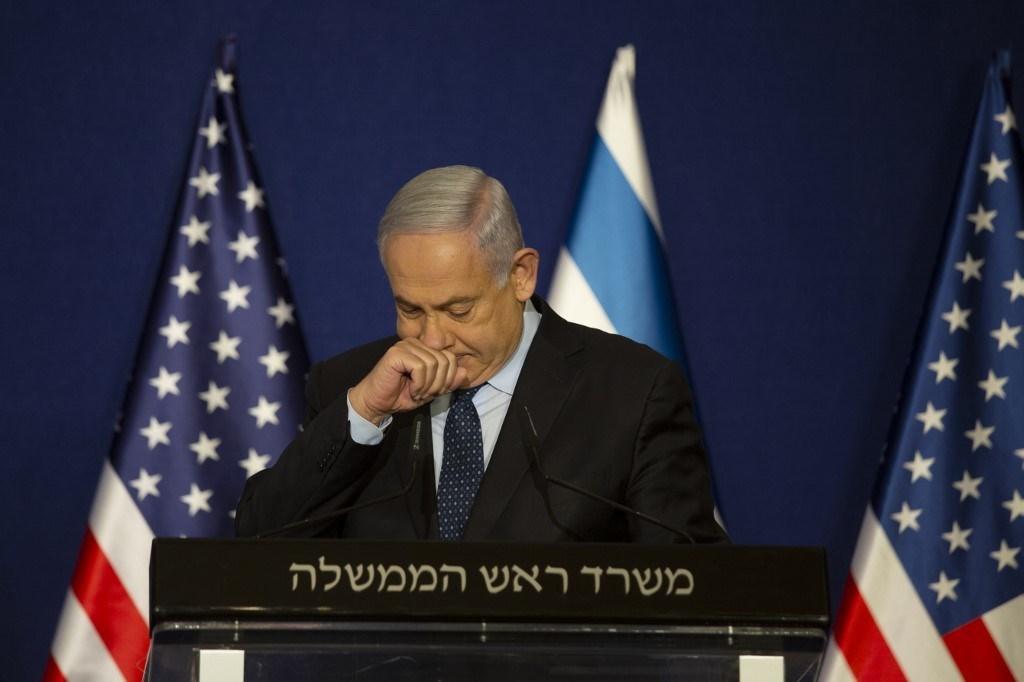 نتنياهو يتحدث بجانب بومبيو خلال بيان مشترك بعد اجتماعه في القدس (أ ف ب).