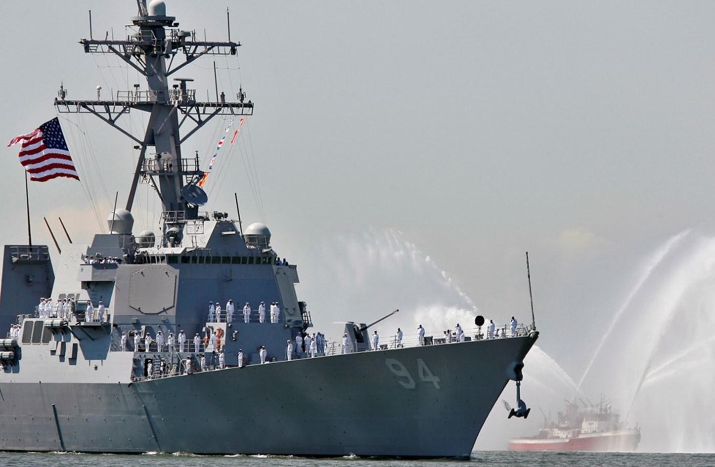 الدفاع الروسية: منعنا المدمرة الأميركية