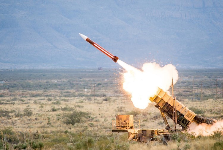 صاروخ باليستي يستهدف معسكراً بنجران والسعودية (صورة أرشيفية).