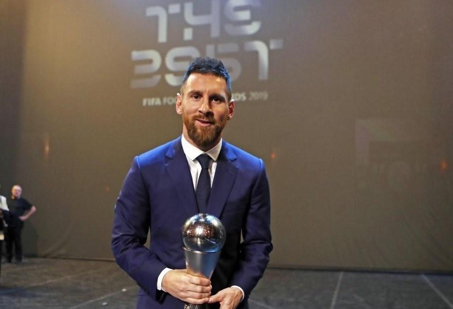فاز ميسي بالجائزة العام الماضي