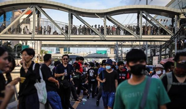 تظاهرات في بانكوك تطالب بتغيير النظام الملكي.
