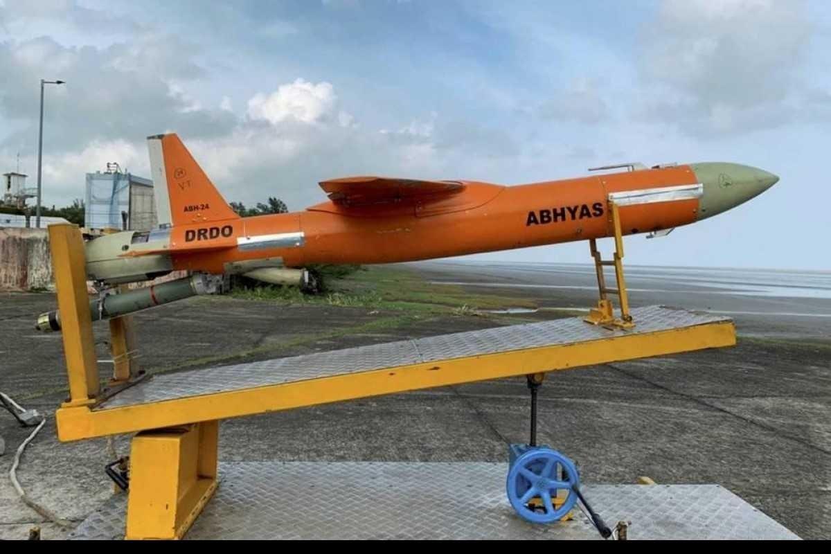 في هذه التجربة تم اختبار إمكانيّة تشغيل الطائرات بشكل مستقل عن وحدة التحكّم الأرضية.