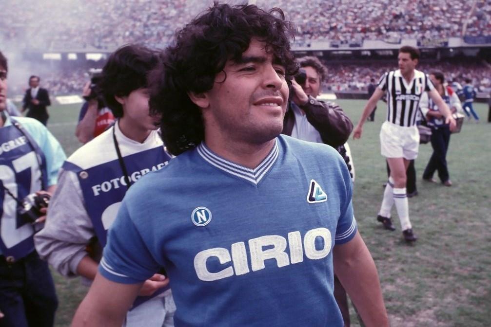 لاعبو نابولي تذكّروا مارادونا على طريقتهم