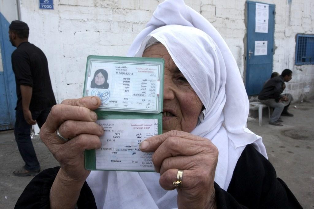 سلطات الاحتلال تطرد عشرات الفلسطينيين من منازلهم في القدس الشرقية