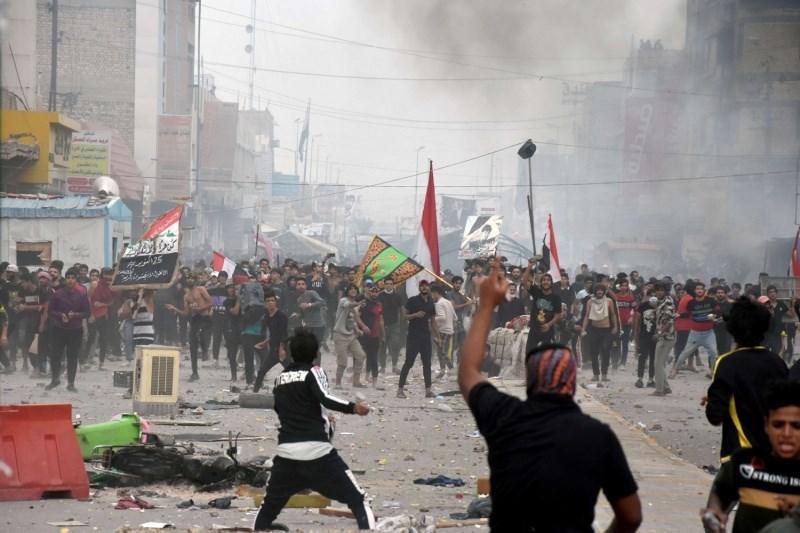 مقتل 3 وجرح العشرات في مواجهات بين متظاهرين وأنصار الصدر جنوب العراق