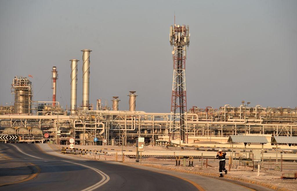 محطة تابعة لشركة أرامكو السعودية في بقيق في 20 سبتمبر 2019 بعد أيام من التعرض لقصف يمني (أ.ف.ب)