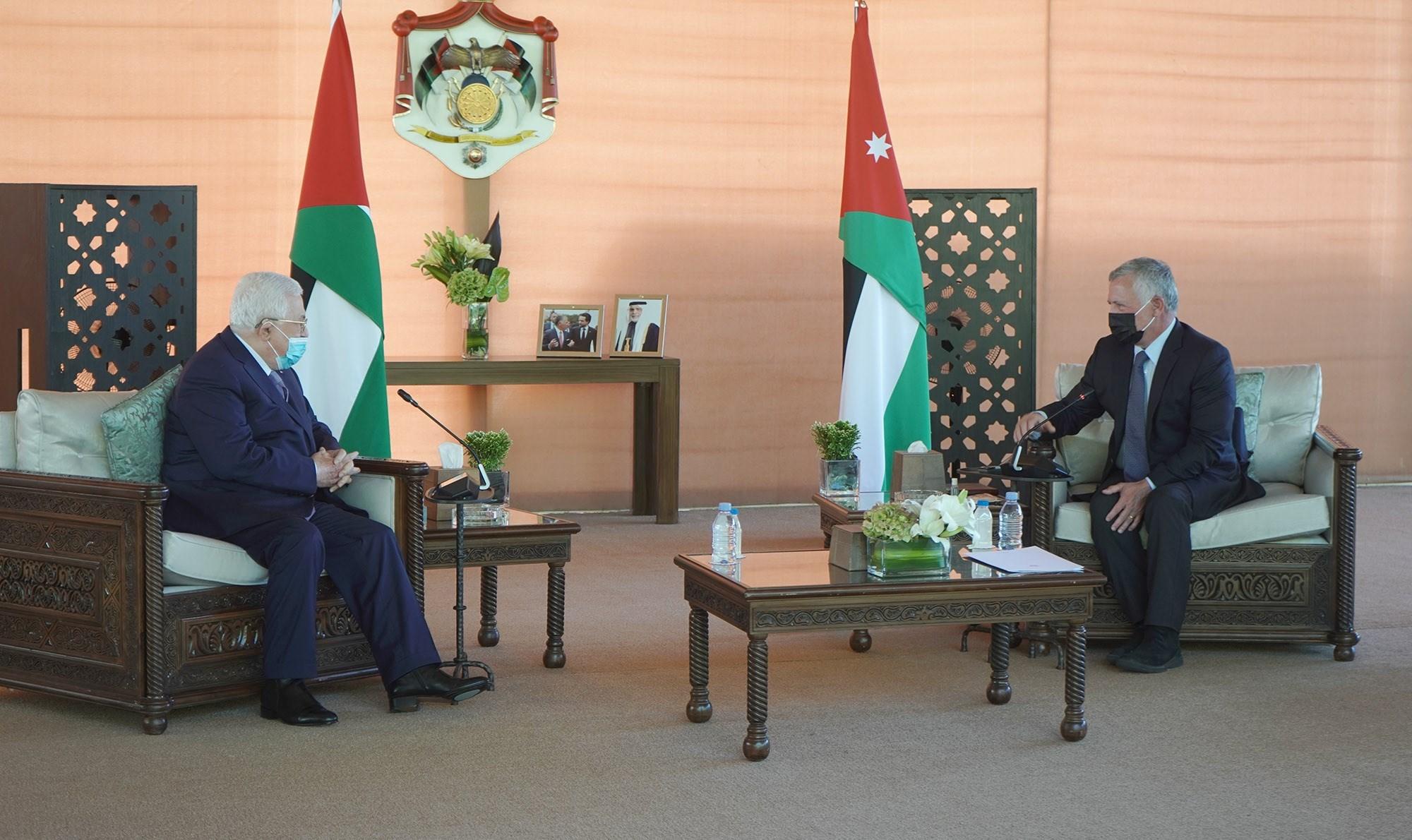 الملك عبدالله الثاني يستقبل الرئيس الفلسطيني محمود عباس في الأردن.