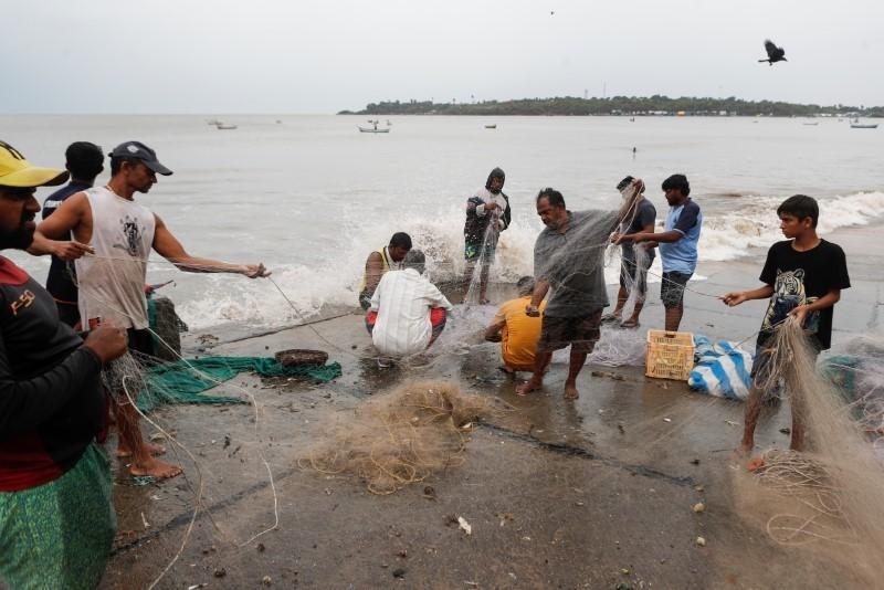 العاصفة تجلب الذهب إلى الشاطئ في الهند