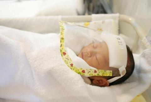 الطفل المولود حديثاً يحمل أجساماً مضادة لفيروس كورونا