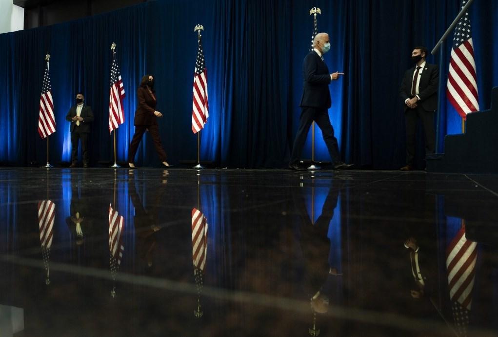 المرشح الديمقراطي جو بايدن بعد إلقاء كلمة في ولاية (أ ف ب)