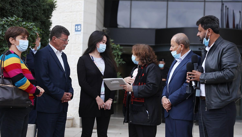 مؤسسات الأسرى تطالب بالإفراج الفوري عن الأسرى المرضى وكبار السن