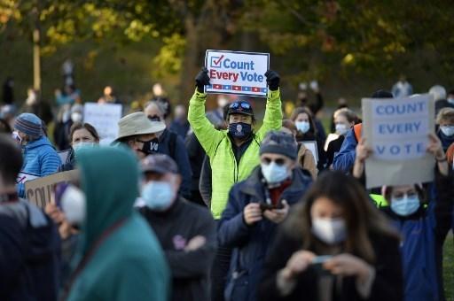 تجمع  للاحتجاج على تهديدات ترامب بالاعتراض على نتائج الانتخابات-  بوسطن، ماساتشوستس في 4  تشرين الثاني/نوفمبر 2020.