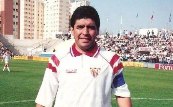 لعب مارادونا في إشبيلية في موسم 1992-1993