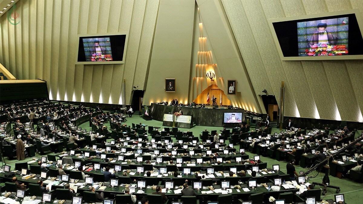 ووافق النواب في الاجتماع بأغلبية 232 صوتاً من إجمالي 246 نائباً حاضرين في الجلسة