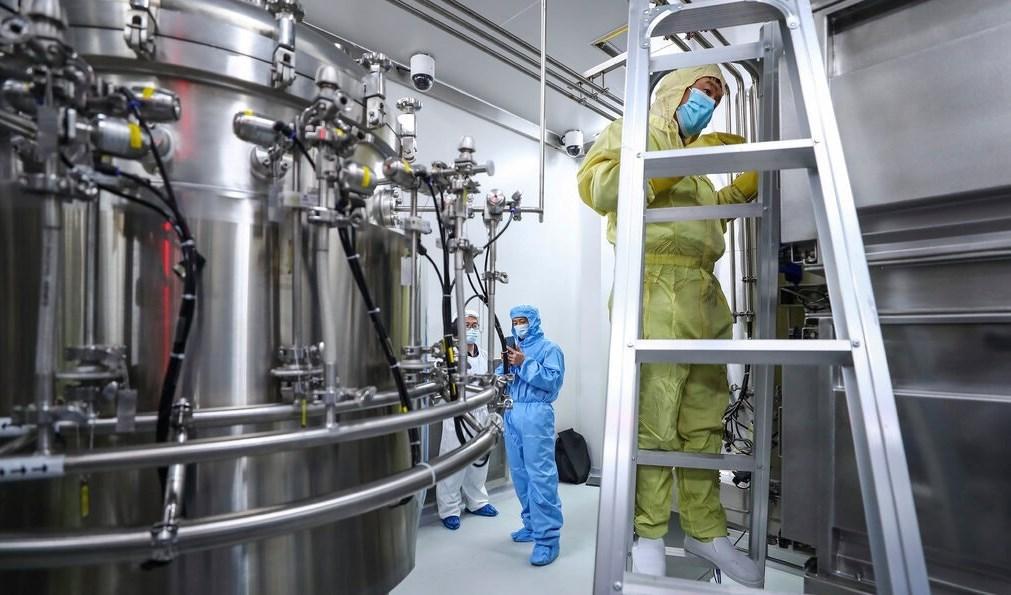 مصنع لقاح كورونا التابع لشركة سينوفارم في بكين.