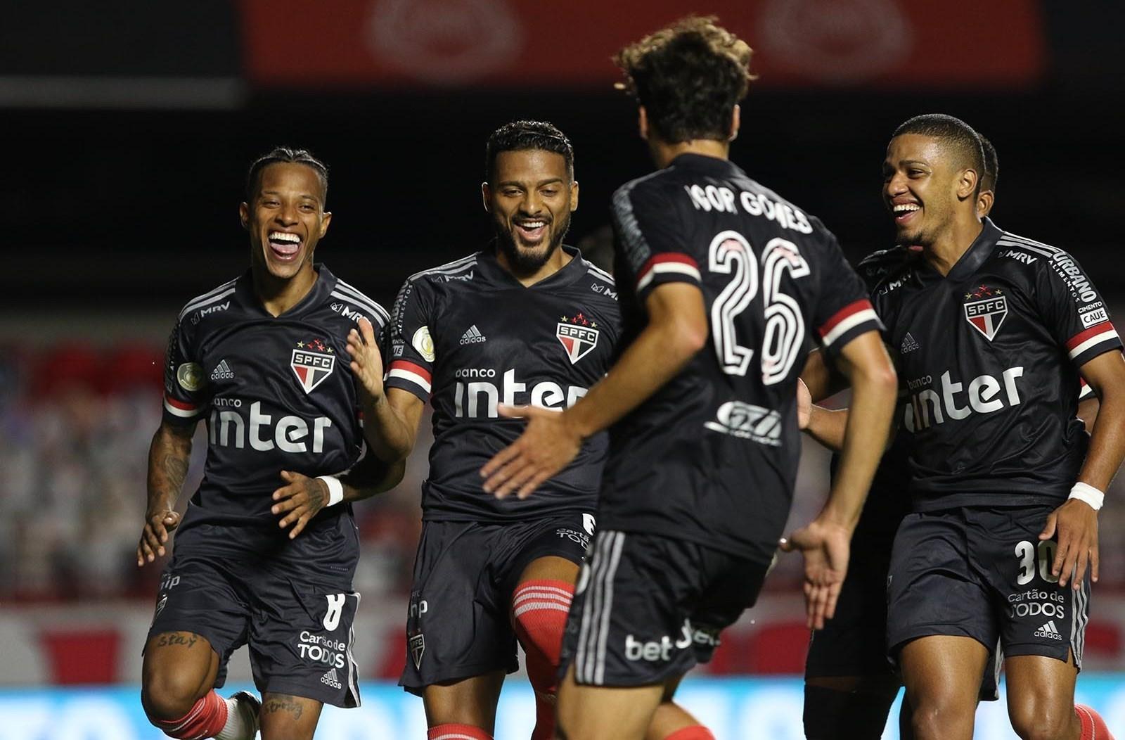 يبتعد ساو باولو بـ 7 نقاط عن أتلتيكو مينيرو