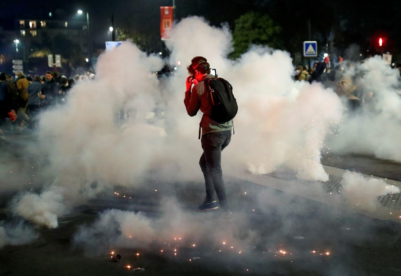 استخدمت قوات الأمن في ليون الغاز المسيل للدموع رداً على مقذوفات أطلقت باتّجاهها
