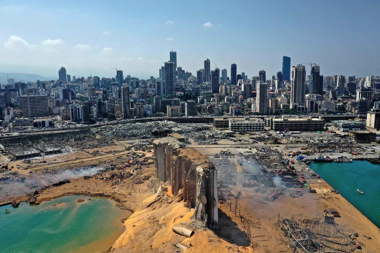 تعليق التحقيق في انفجار مرفأ بيروت لعشرة أيام بعد طلب بتغيير المحقق العدلي
