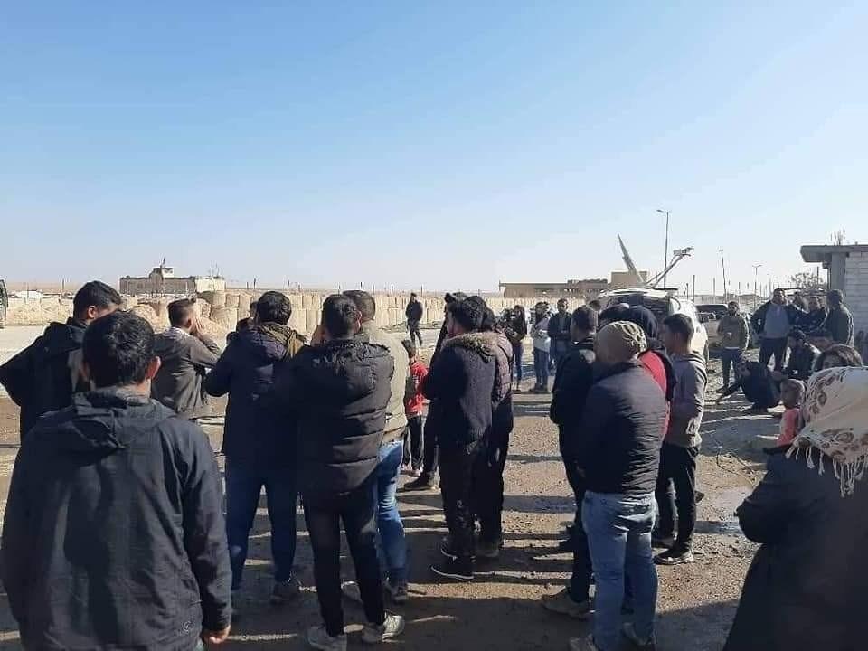 انتشرت وحدات من الجيش السوري في ثلاث نقاط شمال وشرق وغرب مدينة عين عيسى