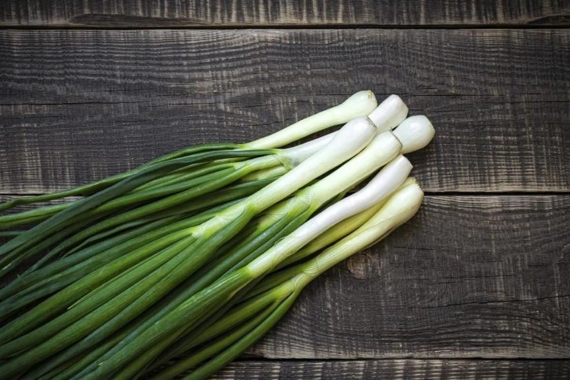 الدراسات تكشف أن البصل الأخضر يعد من الخضروات التي تقي من الإصابة بالأمراض