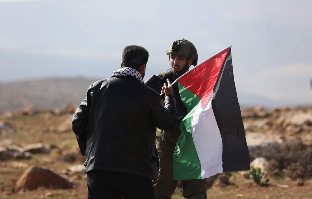 قوات الإحتلال الإسرائيلي ومستوطنيه يقمعون مسيرة منددة بالإستيطان في قرية المغير