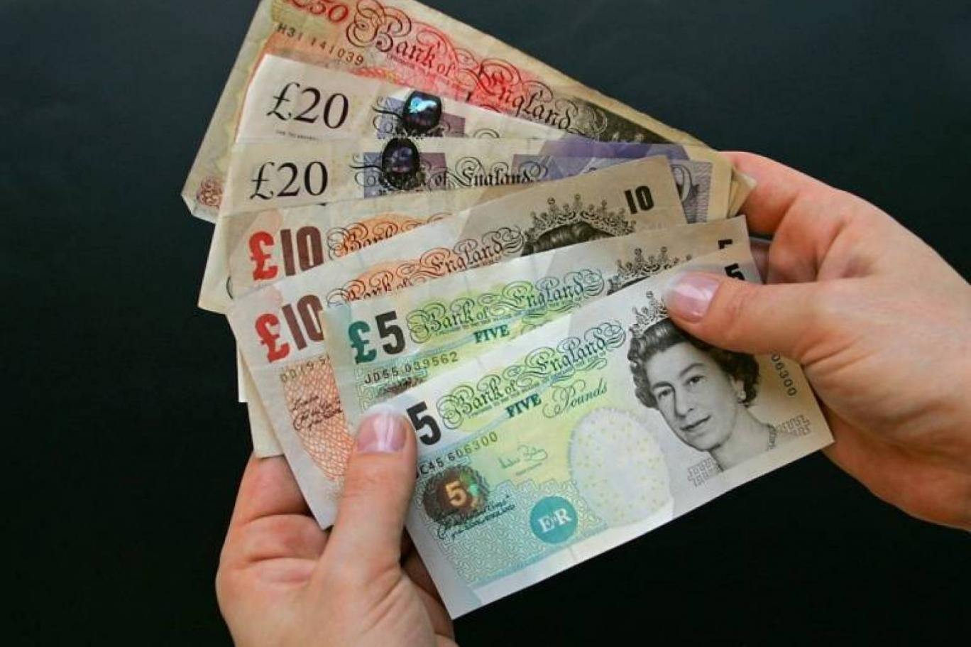 صعد الإسترليني 0.4 بالمئة إلى 1.3546 دولار في التعاملات الآسيوية