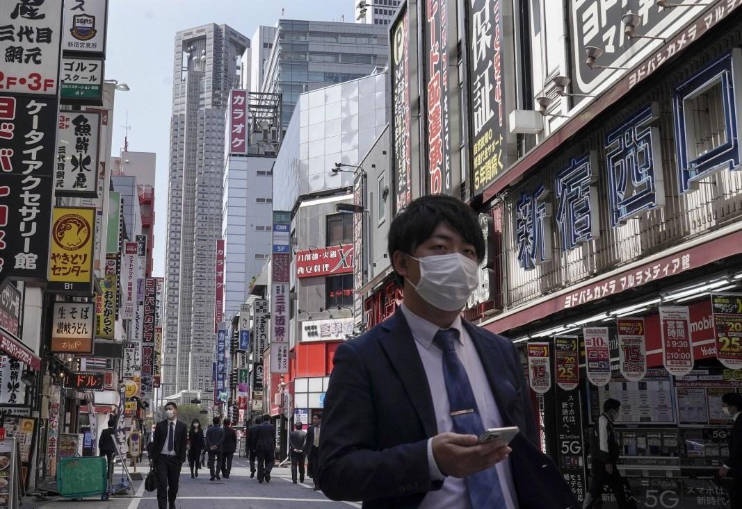 اليابان تمنع الدخول إلى اراضيها بعد اكتشاف إصابات بسلالة كورونا الجديدة