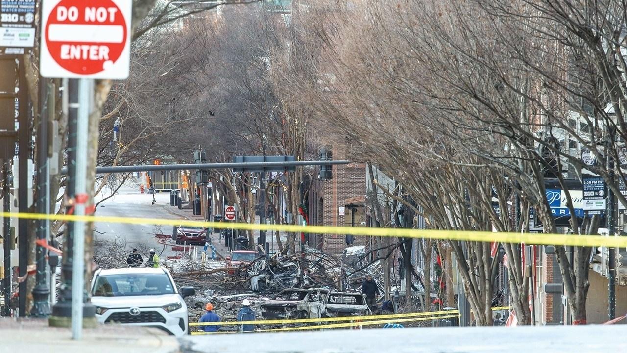 محققون يفتشون منزلا كجزء من التحقيق في انفجار ناشفيل
