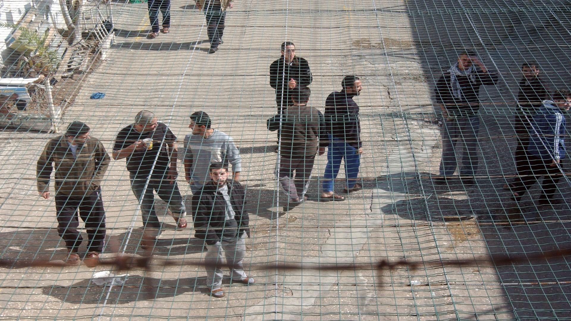 الاحتلال ينقل الأسير علي عمرو إلى