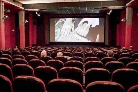 عريضة تطالب بفتح المسارح والقاعات السينمائية في المغرب