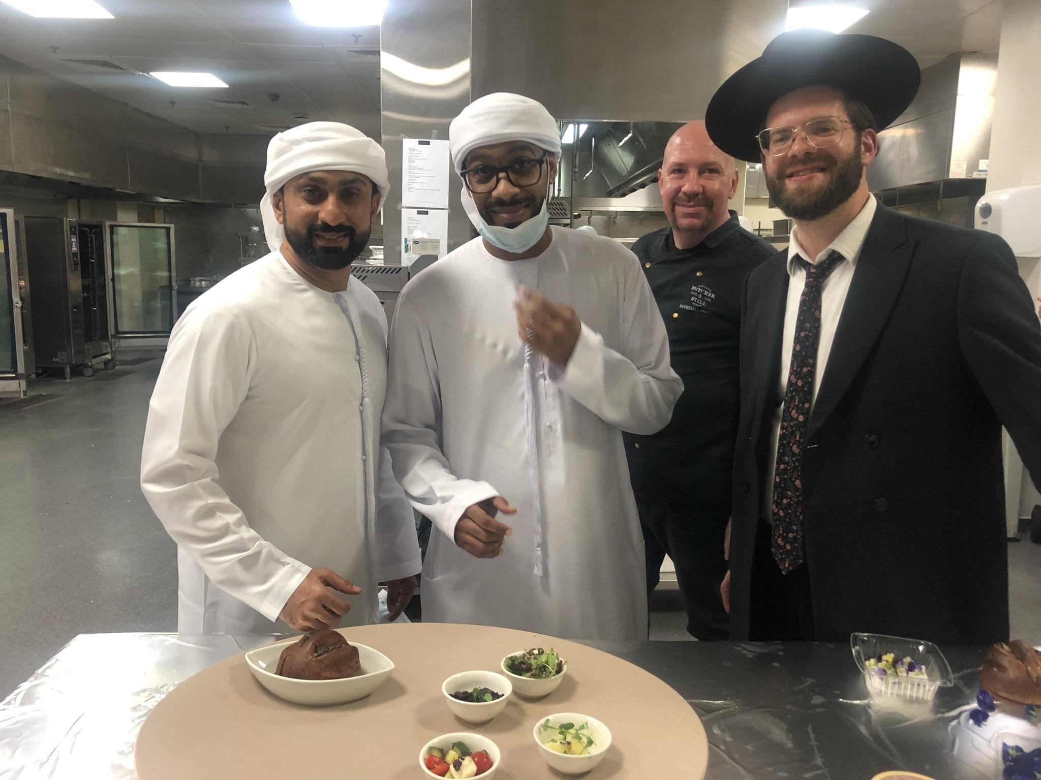 السياح الإسرائلييين يسرقون من فناق دبي مصابيح وتعاليق وأشياء أخرى