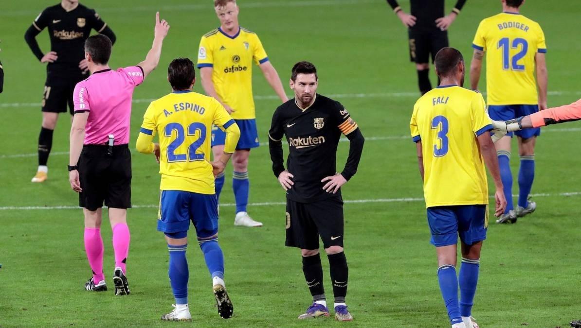 يتساوى برشلونة هذا الموسم في عدد مرات الخسارة والفوز!