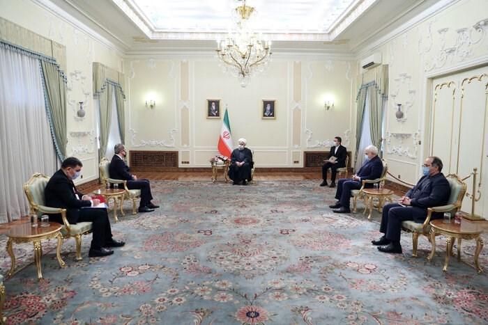 روحاني خلال لقائه وزير الخارجية الأذربيجاني جيهون بايراموف في طهران.